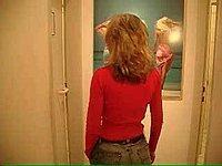 Sch�ne Blondine beim Sex auf der Toilette