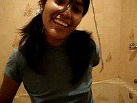 Junge Spanierin (18) nackt im Badezimmer