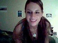 Geiles Mädchen (18) beim Strip vor der Webcam