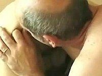 Muschi und Poloch fingern dann wird gefickt