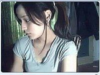 Geiles M�dchen (18) zieht sich vor ihrer Webcam nackt aus