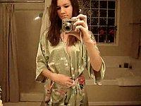 Geiles Mädchen (18) filmt sich nackt im Badezimmer