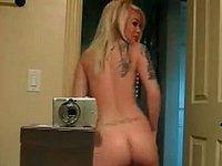 Geiles blondes Luder filmt sich nackt