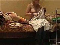 Mädchen beim Umziehen gefilmt