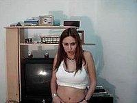 Nach dem Privat Stripp lutscht sie geil seinen Schwanz
