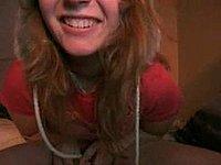 Junges Luder masturbiert vor der Webcam