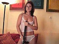 Versautes Luder nackt in weissen Stiefeln